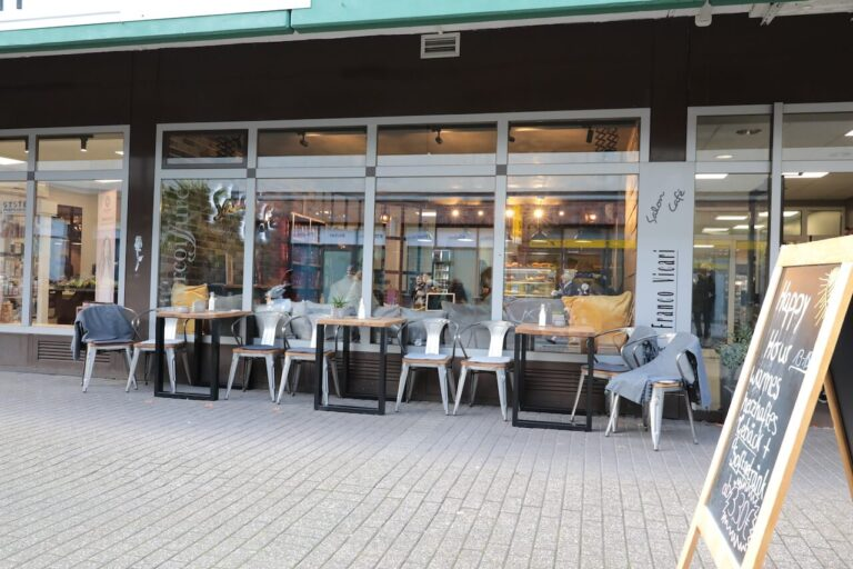 Franco-Vicari-Salon-Cafe-langenfeld-cafe aussen