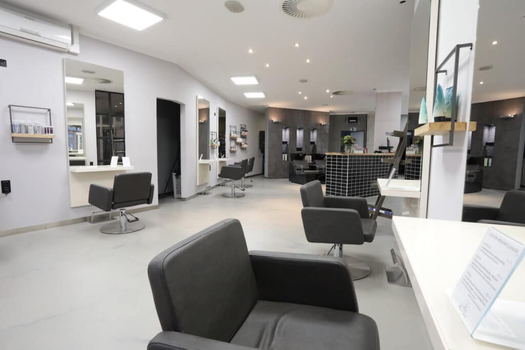 Franco-Vicari-Salon-Cafe-langenfeld-salon