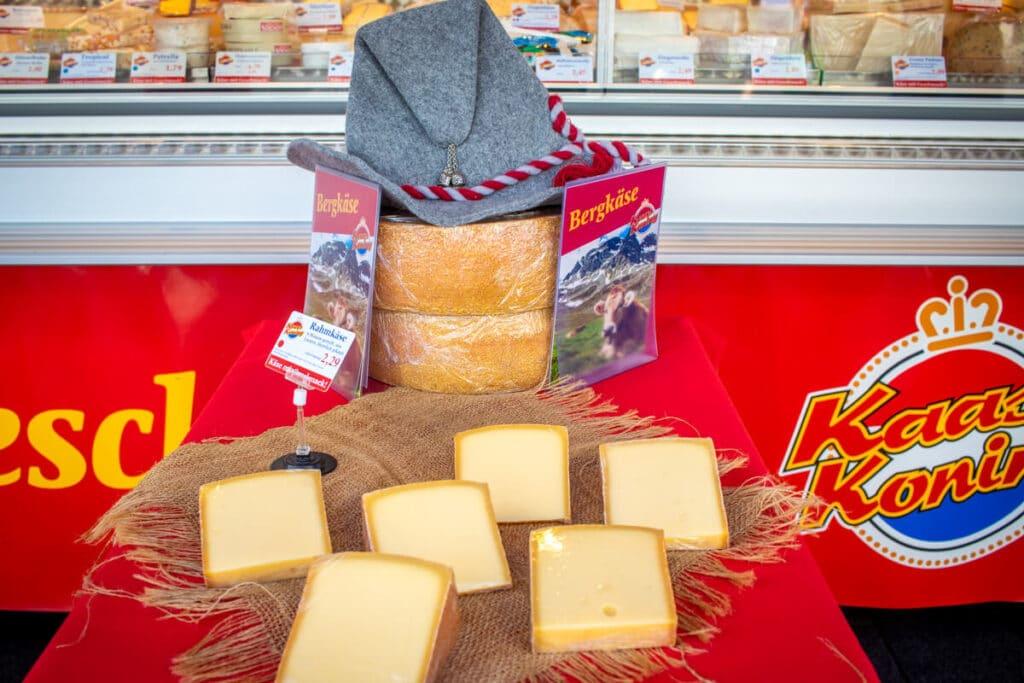 Marktstand Kaaskoning Langenfelder Wochenmarkt Bild 8