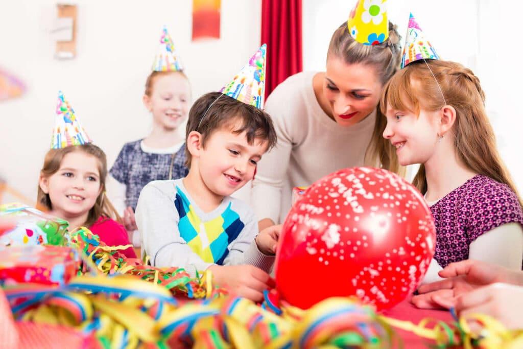 Schönen Kindergeburtstag - Kinder Geburtstag mit Schatzsuche und Mottoparty