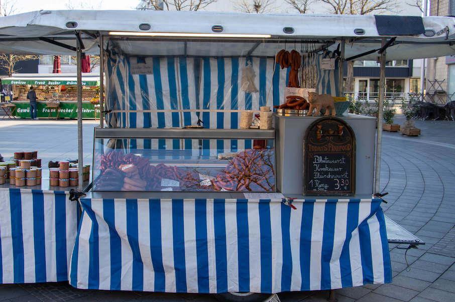 Marktstand Bergische Mettwurst auf dem Wochenmarkt in Langenfeld Bild 1
