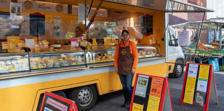 Marktstand Käsespezialitäten Krems Wochenmarkt Langenfeld Bild 1