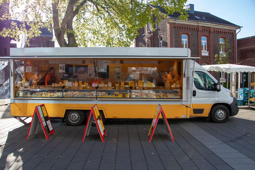 Marktstand Käsespezialitäten Krems Wochenmarkt Langenfeld Bild 3
