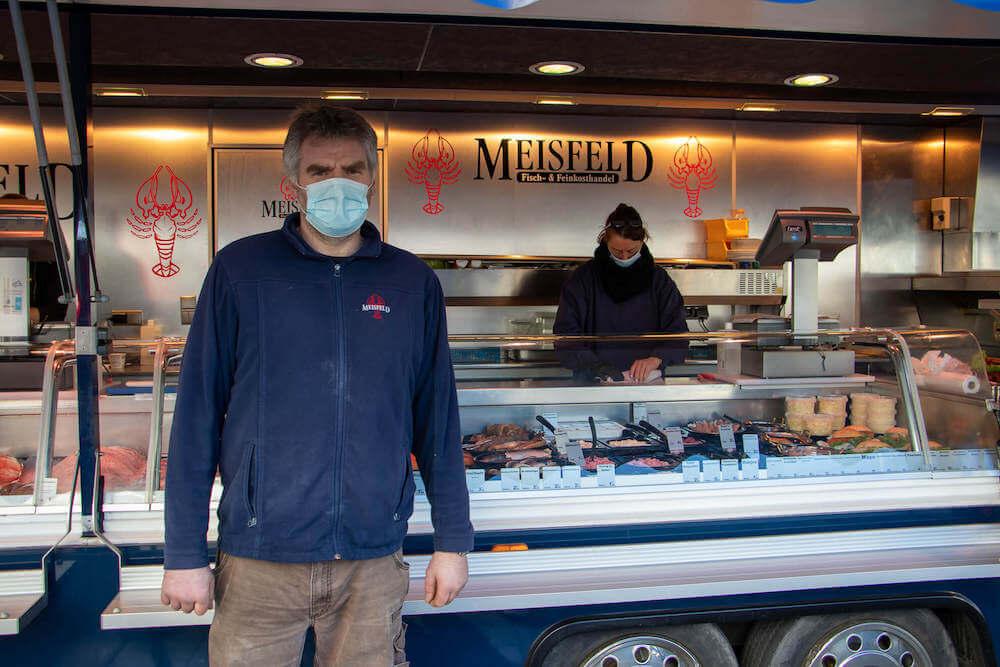 Marktstand Meisfeld Fisch- und Feinkosthandel Langenfelder Wochenmarkt Bild 1