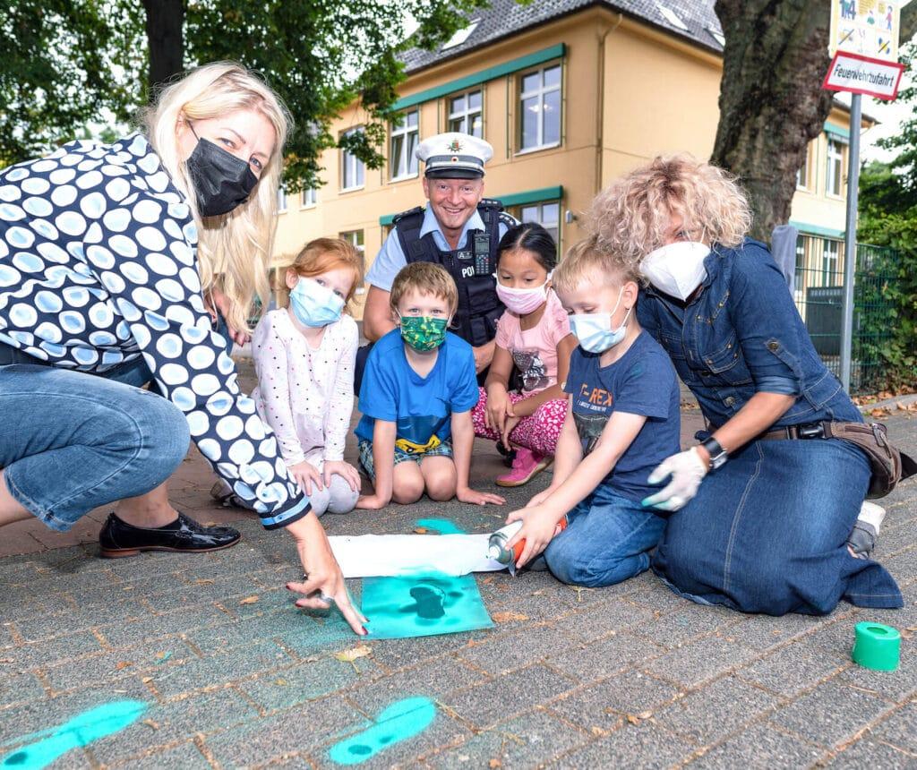 grüne Fußspuren an der Erich-kästner-Grundschule