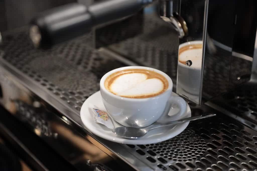 Logo-Salon-Cafe Franco Vicari Langenfeld - Milchkaffee