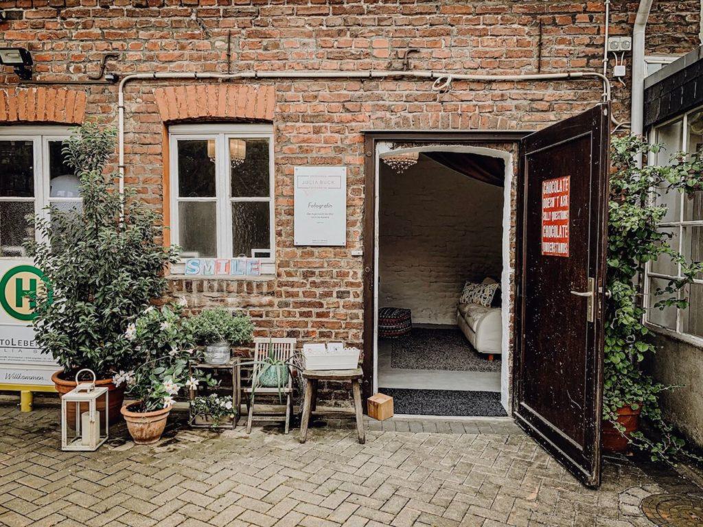 Fotoleben - Julia Buck - Fotografin Langenfeld - Eingang von außen