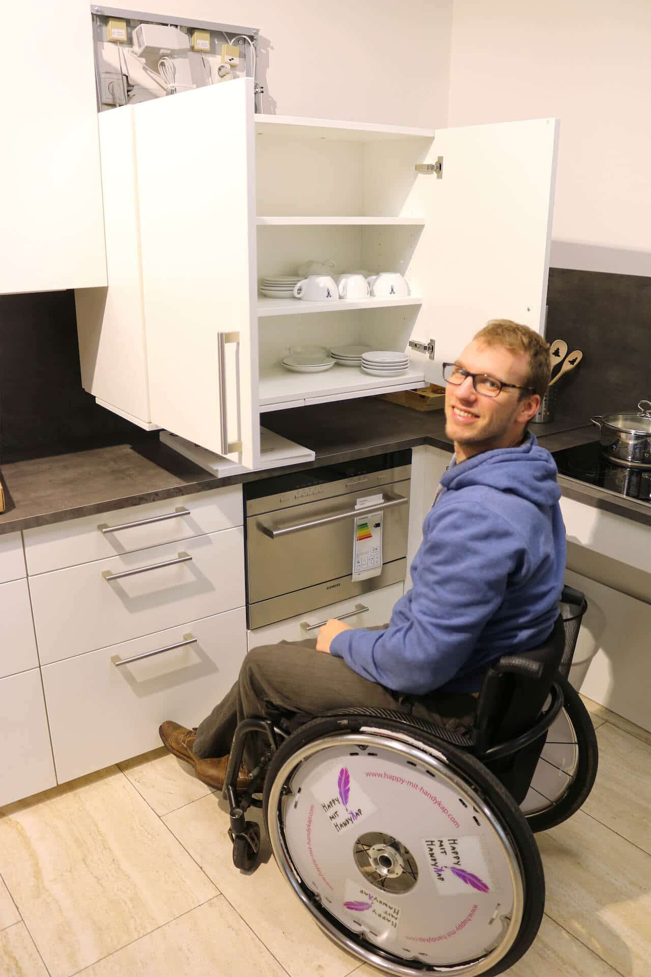 Happy mit Handikap - barrierefreie Musterwohnung Küche