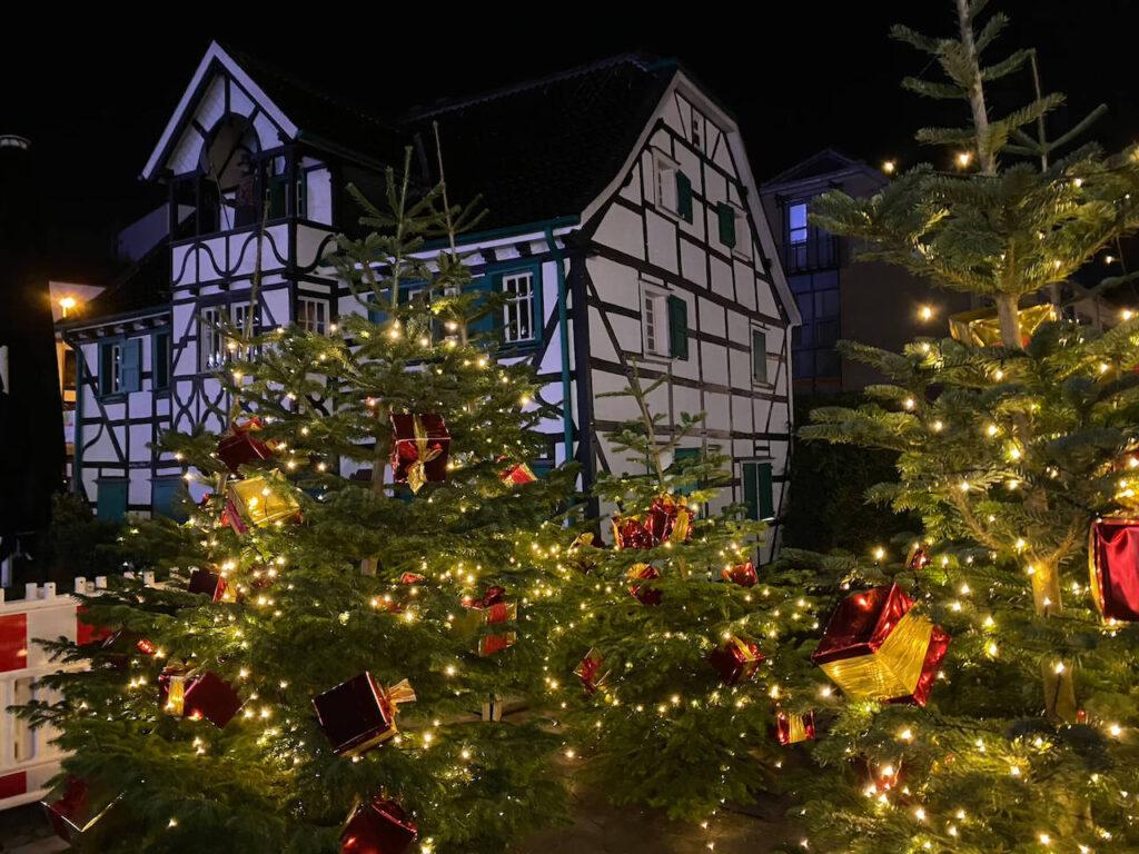 Langenfeld leuchtet - Weihnachtsbaum mit Beleuchtung